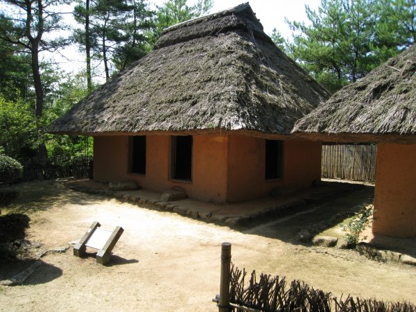 茅葺きの小屋