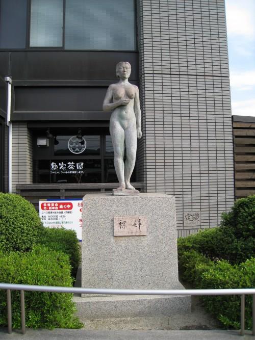 裸婦の銅像