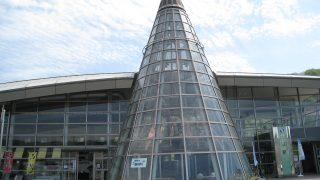 井原駅で、鯉のぼりが泳いでいたのを見てしまった・・・金のチャチホコもいた!?【フォト】