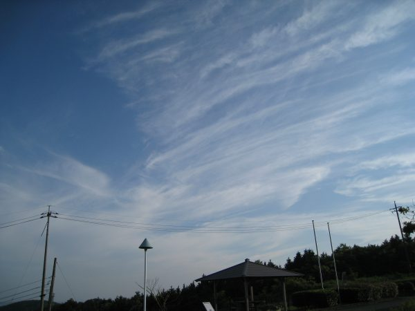 空のコンストラスト