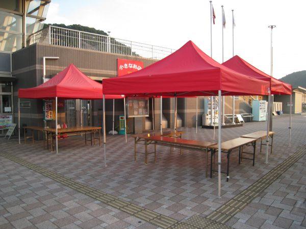 赤いテント