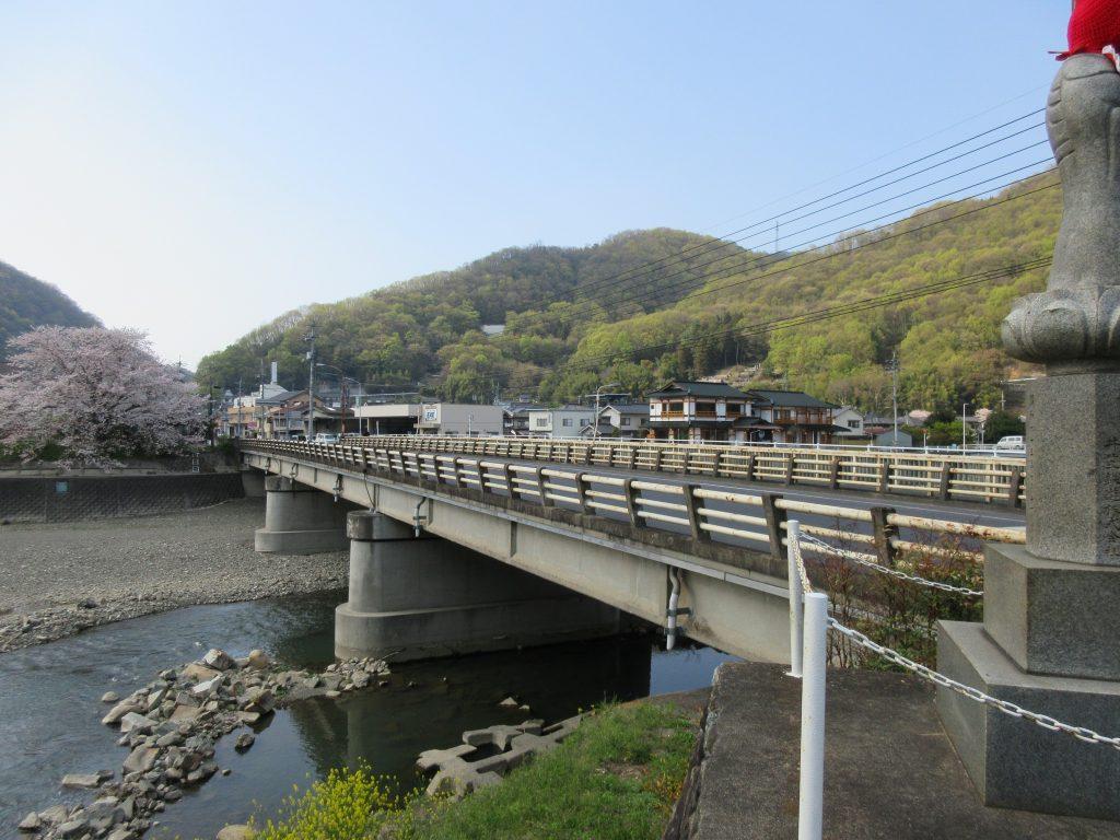 昭和橋の謎の建物